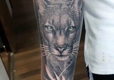 Saúl en Verger Tattoo puma