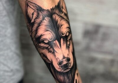 Dani en Verger Tattoo Lobo